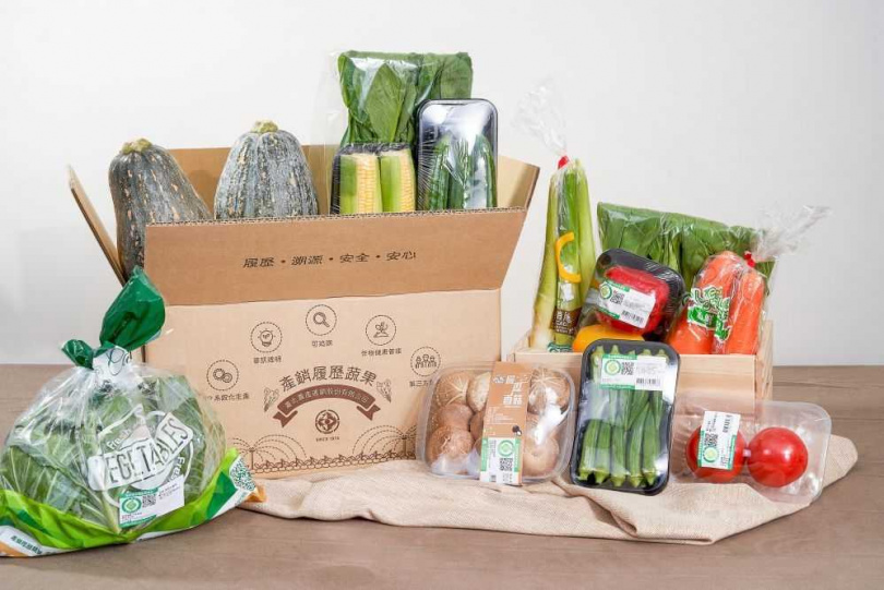 「產銷履歷蔬菜箱」包含4包葉菜、8包根莖瓜果類。(圖/北農嚴選)
