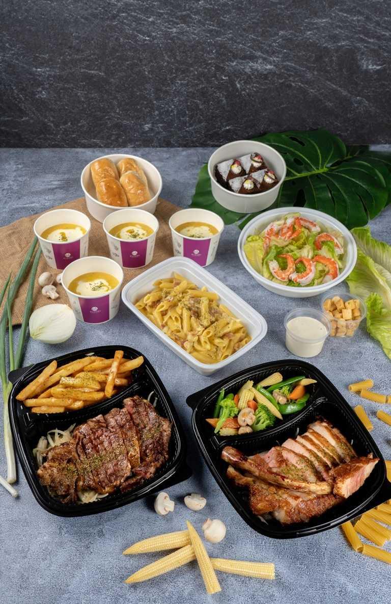 義大皇家酒店只要1,280元就可以吃到沙朗牛加戰斧豬豪邁雙主菜的四人份西式分享餐。