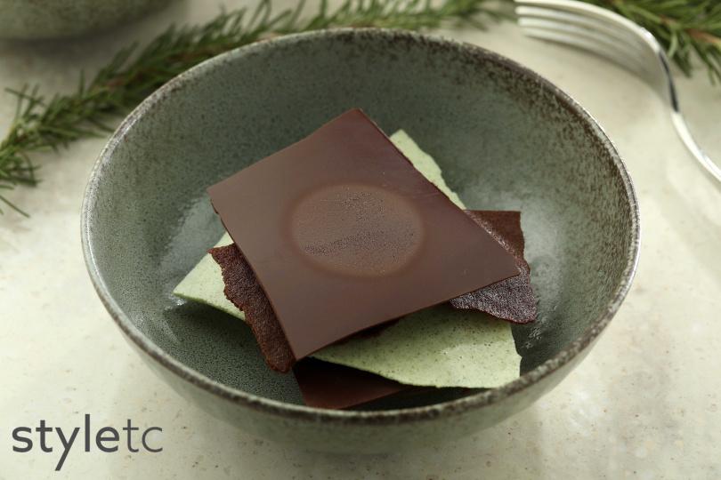 薄荷巧克力有三種脆片交疊於慕斯與冰淇淋之間,層次豐富。(圖/于魯光攝)