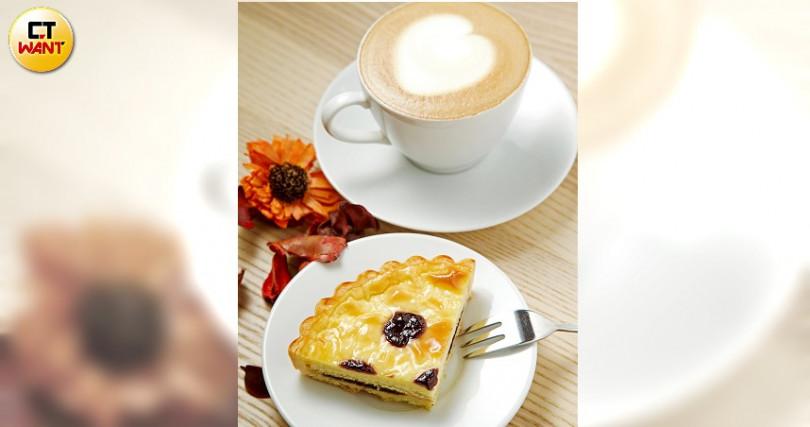 手沖咖啡80~150元,輕乳酪蛋糕70元。老闆太忙,沒賣料理。(圖/施岳呈攝)