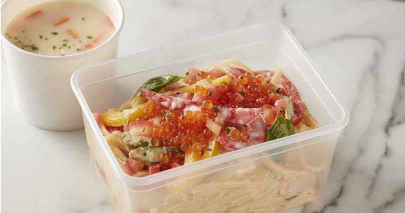 充滿濃郁海味的「奶油鮭魚義大利麵」。(圖/台北寒舍艾美酒店)