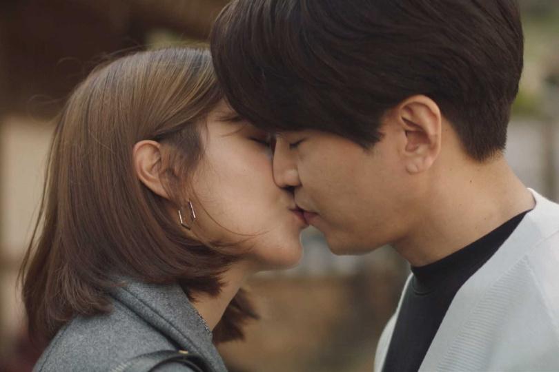 高媛熙拍攝吻戲前對著空氣獨自練習,模樣滑稽。(圖/friDay影音提供)