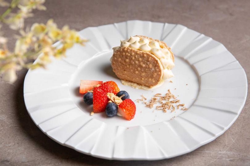 白松露杏仁蜂蜜鬆糕。(圖/台北西華飯店提供)