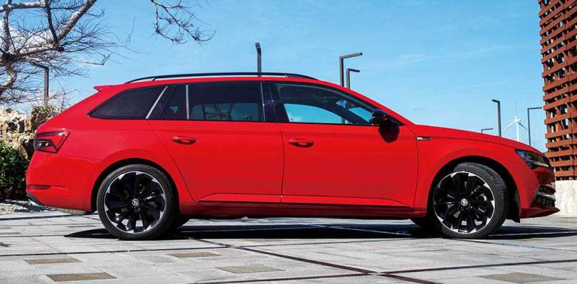 車長4,862mm、軸距2,841mm的SUPERB Combi,既是舒適的旗艦車款,靈活的空間運用也能滿足多種需求。(圖/黃耀徵攝)