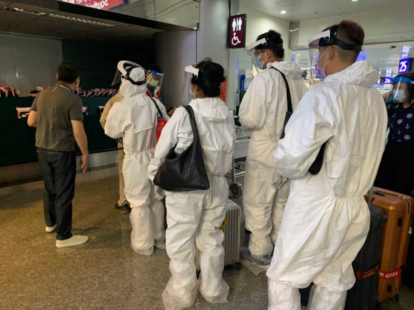 疫情進入高度警戒以來,機場難得出現搭機人潮。