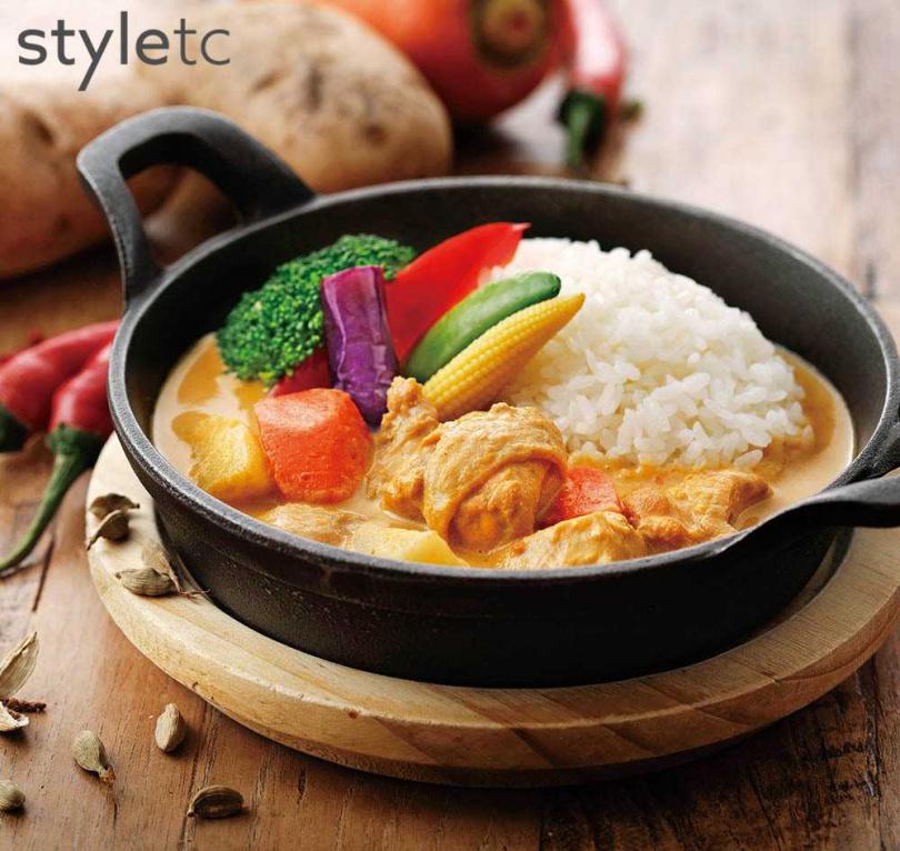 香濃醇郁的「北海道白咖哩」搭配滑嫩雞腿肉,濃稠醬汁既柔和順口又刺激味蕾。(270元)(圖/品牌提供)