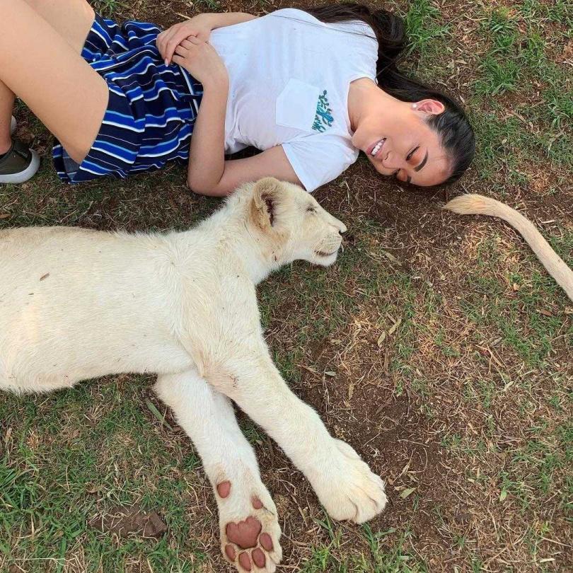 喜歡野生動物,邦妮為了非洲獅子、長頸鹿,之前特別選擇有飛當地的航空公司就職。(圖/媒體棧提供)