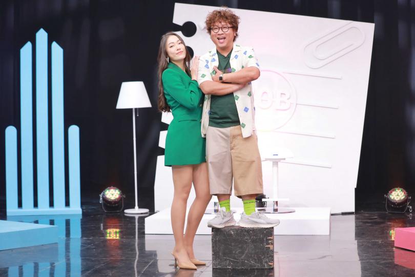 邦妮(左)和納豆(右)搭檔主持新節目《我這麼可愛》,兩人展現最萌身高差。(圖/報系資料庫)