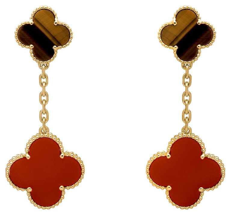 Van Cleef & Arpels「Magic Alhambra」耳環,2枚綴飾,黃K金鑲嵌虎眼石、紅玉髓╱200,000元。(圖╱Van Cleef & Arpels提供)