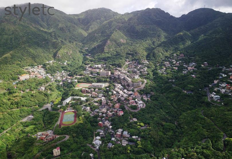 依山而建的瑞芳金瓜石聚落,建築高低錯落有序,猶如天空之城。(圖/于魯光攝)
