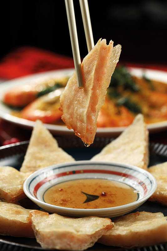 「月亮蝦餅」吃得到Q彈花枝粒,與甜酸紫蘇梅醋醬絕配。(300元)(圖/于魯光)