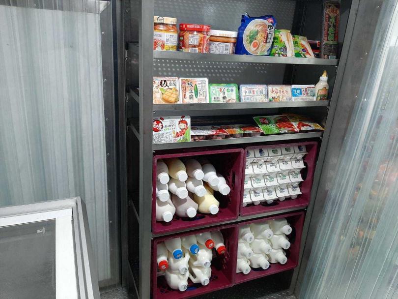 行動超市車販售商品約有300~400項。(圖/全聯福利中心)
