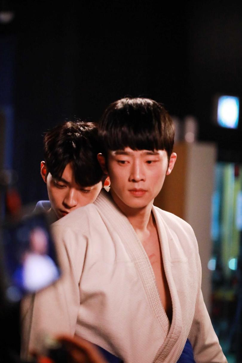 張義秀(右)與韓基燦劇中有不少曖昧對手戲。(圖/LINE TV提供)