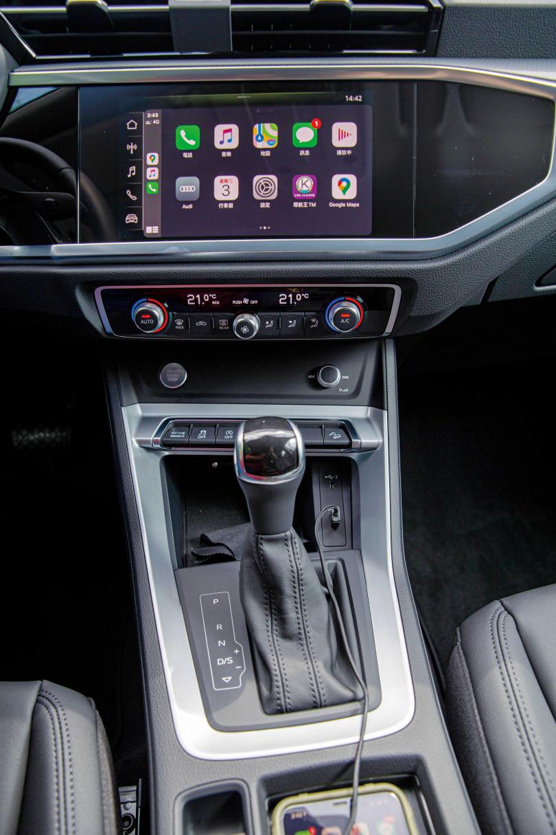 車機採用8.8吋觸控螢幕,Apple CarPlay和Android Auto已是Audi的標準配備。(圖/黃耀徵攝)