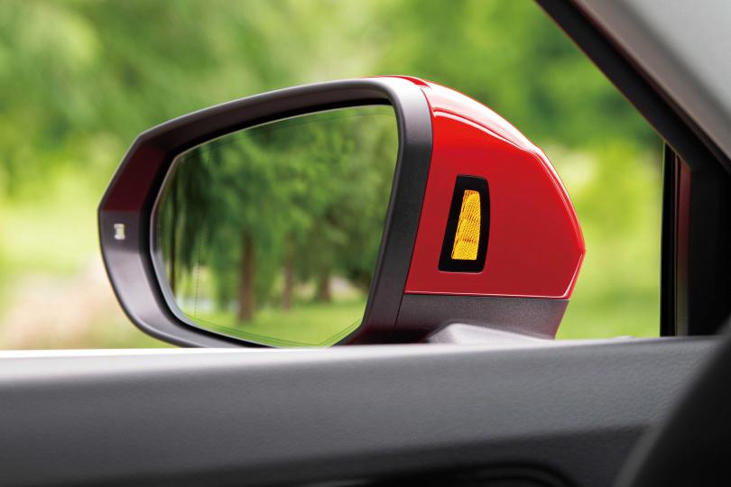 配備相當有誠意的Q3 Sportback,幾乎「全包」主被動安全系統,盲點警示燈也相當有質感。(圖/黃耀徵攝)