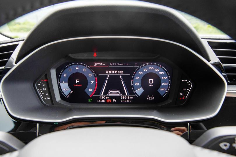數位儀表板標配10.25吋,所有的行車資訊都能一覽無遺。(圖/黃耀徵攝)