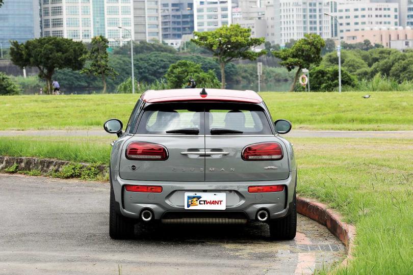 因為設定為旅行車,MINI JCW CLUBMAN ALL 4的車身配重比一般房車或休旅車均衡。(圖/王永泰攝)