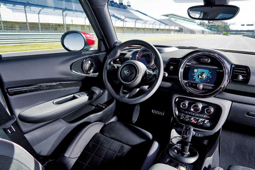 車艙充滿MINI最經典的圓形元素。(圖/MINI提供)