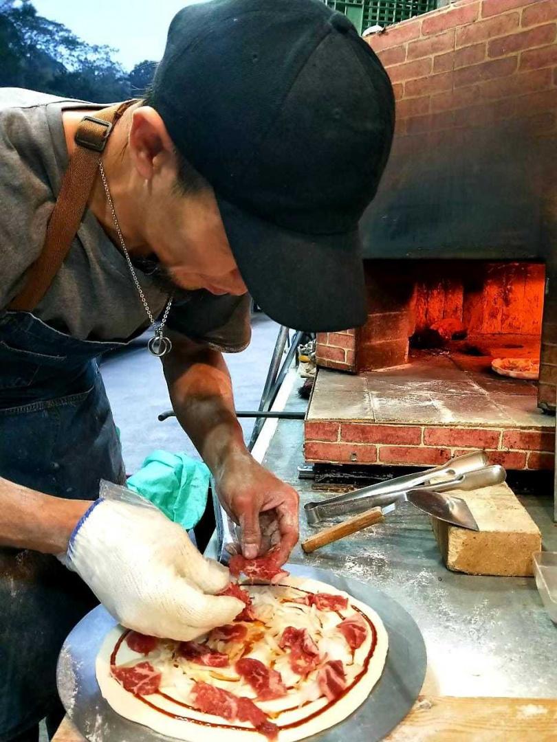 手工窯烤披薩。(圖/Global Mall提供)