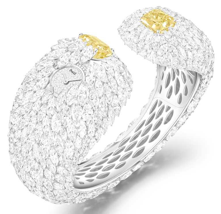 PIAGET「Wings of Light」系列,艷彩黃鑽頂級珠寶鑽石手鐲錶,29mm,18K白金錶殼,搭配天然黑色蛋白石錶盤、石英機芯;鑲嵌2顆圓形明亮式切割艷彩黃鑽、219顆圓形明亮式切割美鑽、2顆三角形切割美鑽,以及491顆欖尖形切割美鑽╱89,500,000元。(圖╱PIAGET提供)