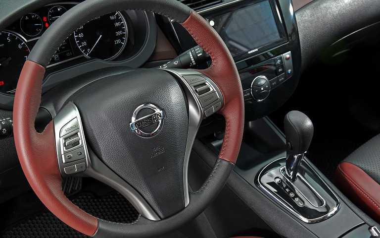 即便方向盤與縫線等細節依舊採撞色鋪陳,同時變速系統更優化第五代X-CVT。