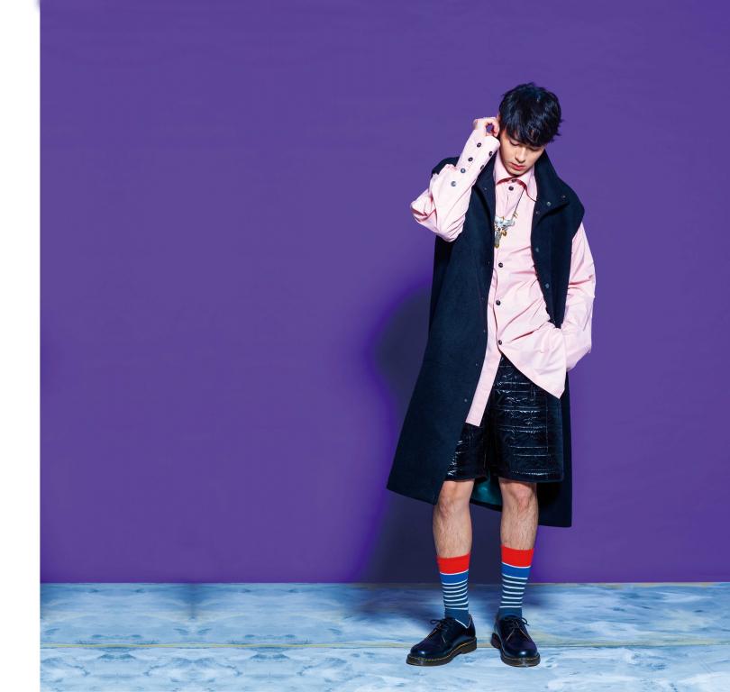 長版背心搭鋪棉壓紋短褲雖然衝突,經過Jolin Wu的巧手,Teddy仍展現強大氣場。(圖/莊立人攝)