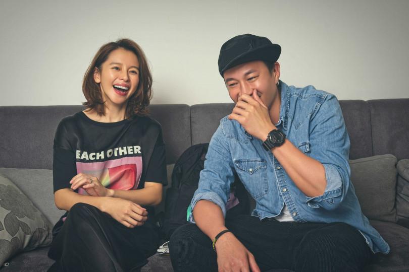 何潤東(右)與徐若瑄相識近20年,兩人討論新戲一拍即合。(圖/頤東娛樂提供)