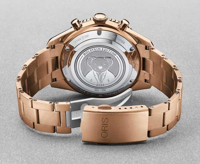 ORIS「Hölstein 2020」限量腕錶,底蓋飾有「Oris Bear」圖案。(圖╱ORIS提供)