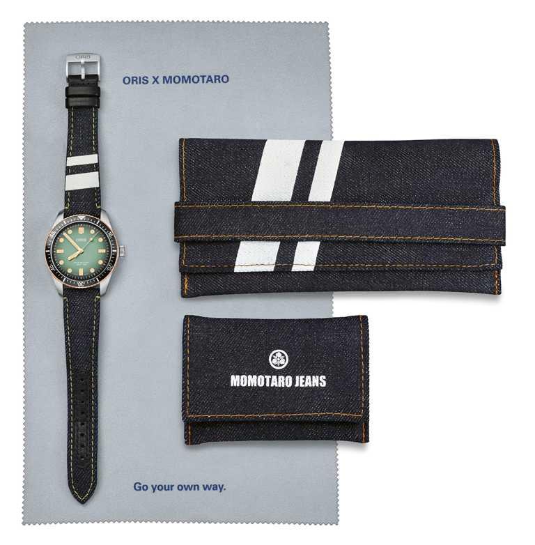 ORIS「ORIS x MOMOTARO」限量腕錶套組,深靛藍色的手工繩染丹寧布料上,印有2條白色的「出陣二本線」條紋,是日本獨立牛仔褲MOMOTARO的經典形象。(圖╱ORIS提供)