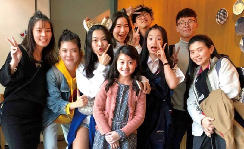2018年蓋兒在媽媽的陪伴下來台參加《聲林之王》,和其他選手成為好友。(圖/翻攝自蓋兒IG)