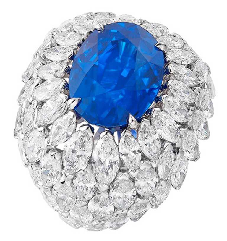 PIAGET「Wings of Light光之羽翼」系列,馬達加斯加藍寶石頂級珠寶鑽石戒指╱24,400,000元。(圖╱PIAGET提供)