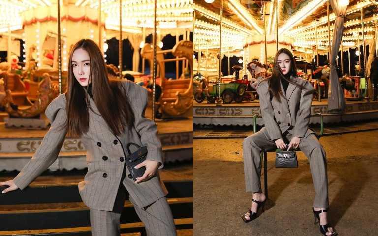 鄭秀妍Jessica穿正裝時經常選擇凱莉包。(圖/JESSICA IG)