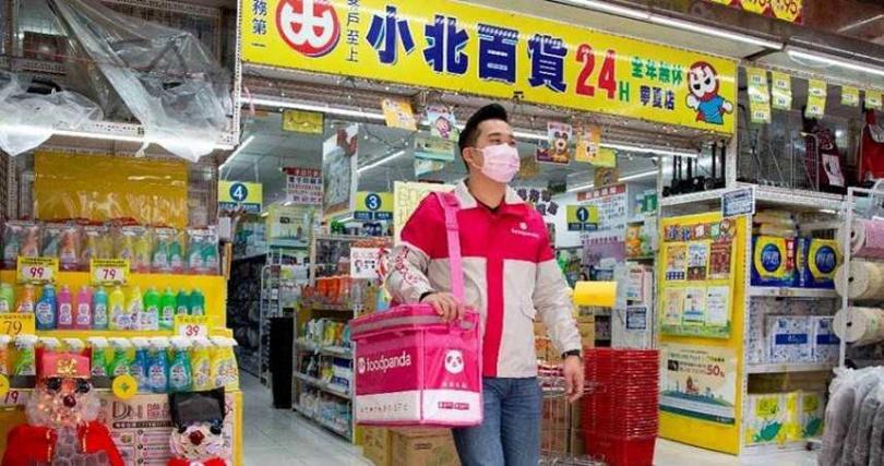 foodpanda獨家攜手小北百貨,即日起化身為24小時隨選隨送好幫手,解決消費者面臨的各種情境。