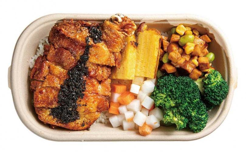 「雞腿排佐松露醬」的雞腿排有了松露醬的提味,風味雅致不膩口。(140元)(圖/焦正德攝)