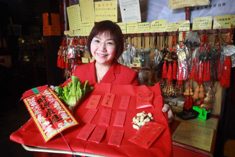 香港向觀音借的庫錢不是真錢,而是寫在紅包袋外的吉祥數目。(圖/香港旅遊發展局提供)
