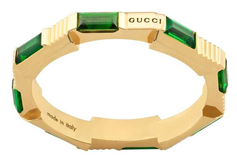 GUCCI「Link to Love」系列,綠碧璽黃金戒指╱81,300元。(圖╱GUCCI提供)