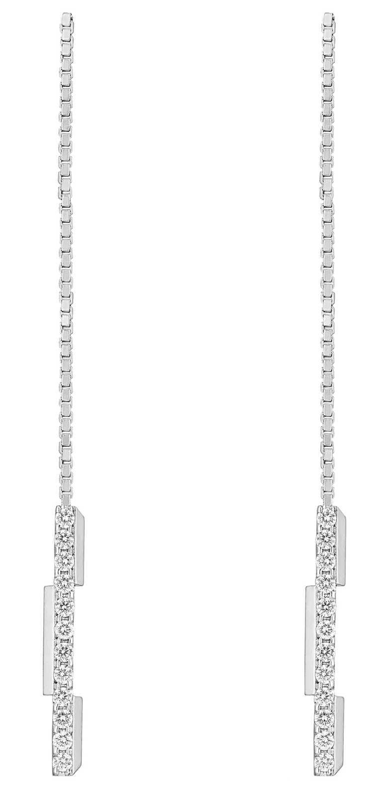GUCCI「Link to Love」系列,18K白金鑽石吊墜耳環╱85,900元。(圖╱GUCCI提供)