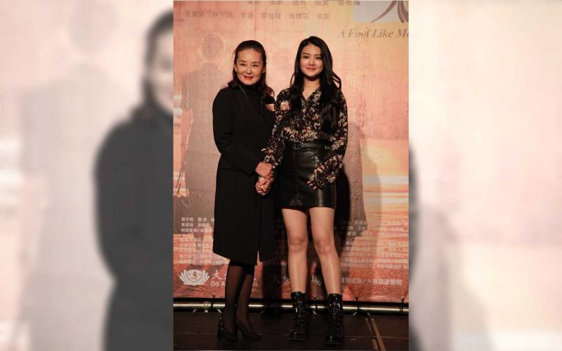 陳品兒(右)劇中演出年輕時的王淑娟。(圖/大愛提供)