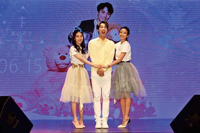 去年6月卞慶華舉辦生日派對,師姐蜜雪薇琪前來站台並合唱〈小酒窩〉。(圖/唱戲娛樂提供)