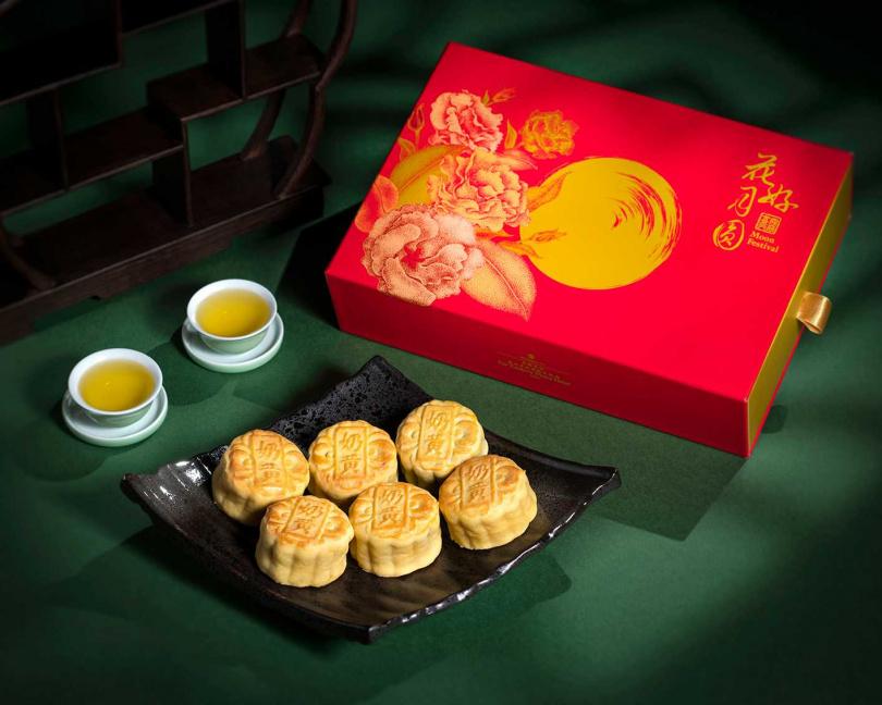 燕窩奶黃月餅禮盒。(圖/香格里拉台北遠東國際大飯店提供)