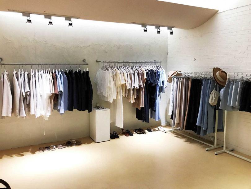 B1的服飾Show Room,同樣走極簡風。(圖/洪釧瑜攝)
