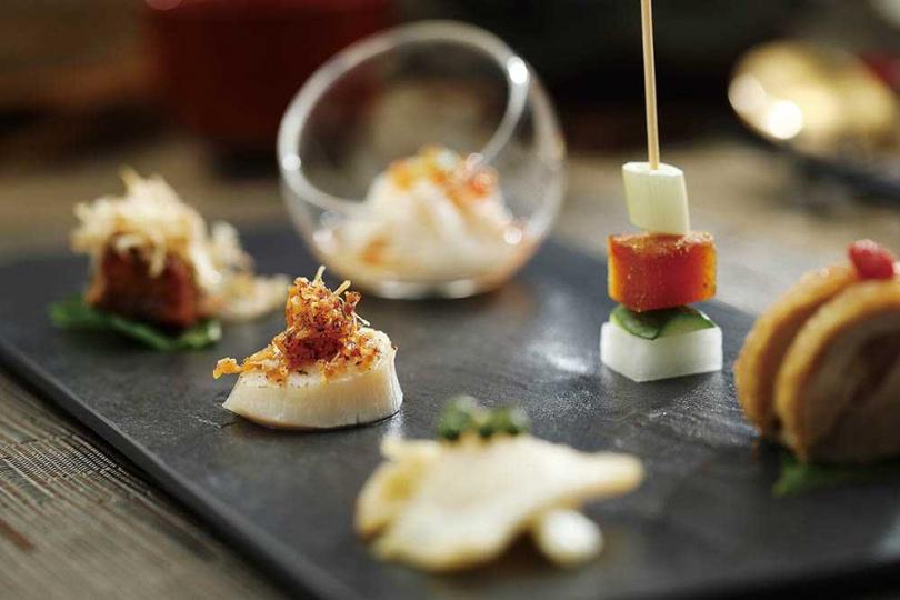 精緻靈巧,每道都能見味覺堆疊巧思的前菜「雍翠一品膳」。(二五八○元「典藏海陸套餐」內容)(圖/于魯光攝)