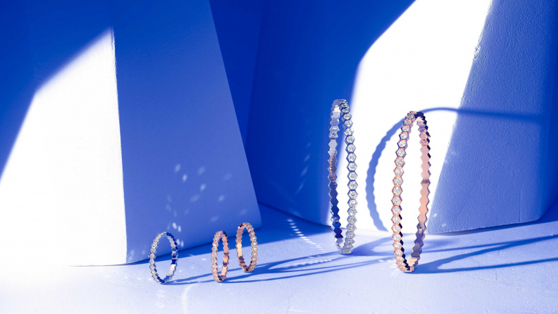Chaumet的手鐲由現代化、多元且大膽的設計所組成。