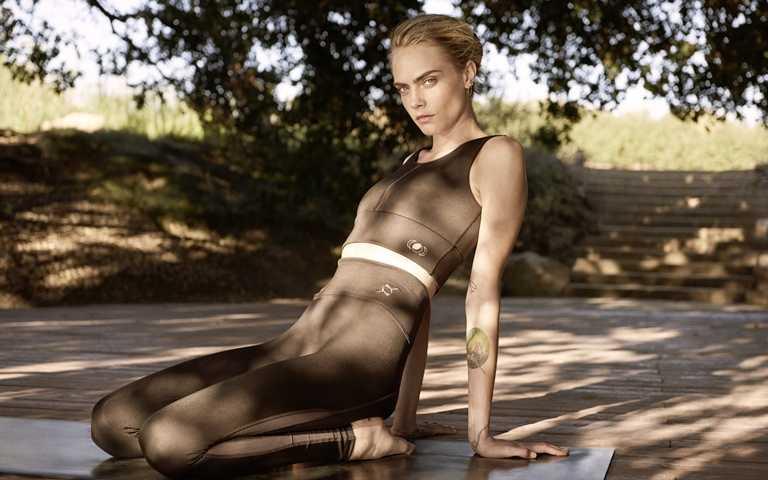 高端瑜珈專業服飾系列是由國際超模Cara Delevingne擔任設計總監,與PUMA產品研發團隊共同打造。(圖/PUMA)