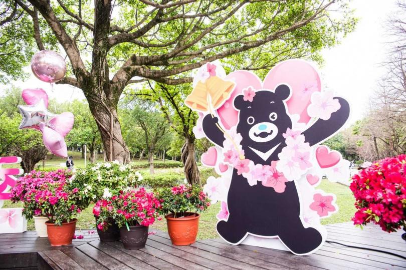 這次花季特別在大安森林公園設置熊讚打卡點。(圖/台北市觀光傳播局提供)