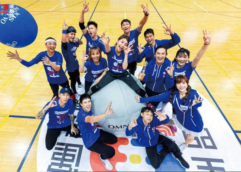 林敬倫加入《全明星運動會》後人氣大漲,與藍隊成員更建立起像家人般的感情。(圖/翻攝自林敬倫臉書)