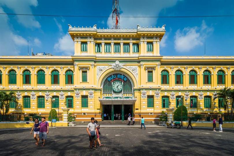有著法式浪漫的中央郵政局,也是胡志明絕對不能錯過的必訪景點之一