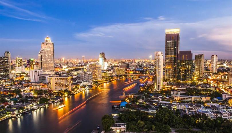 晚上可前往金融塔,享受胡志明市的浪漫夜景