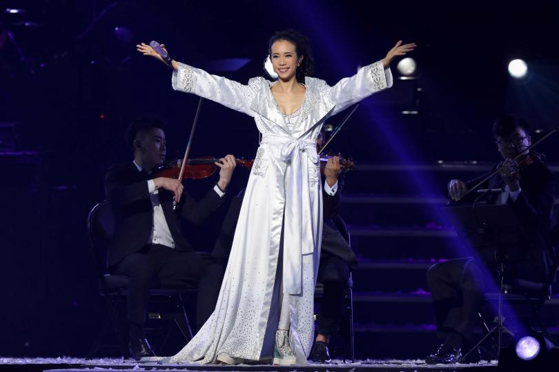 一連兩日在小巨蛋開唱,莫文蔚直呼台灣觀眾太令人感動了。(圖/焦正德攝)