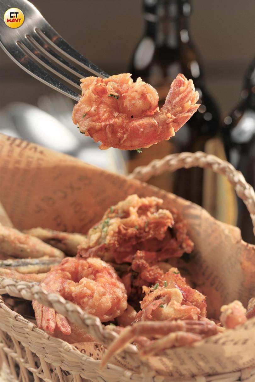 (酥炸海鮮佐檸檬大蒜醬)麵皮薄餅,海鮮肉質鮮甜,讓人一口接一口!